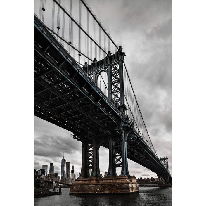 Manhattan-bridge with new-york-skyline in the background