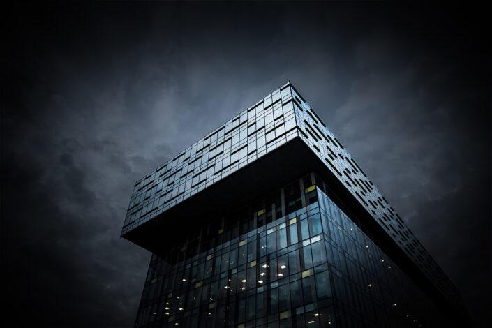 moderne künstlerisch Architekturfotografie mit einer düsteren Stimmung